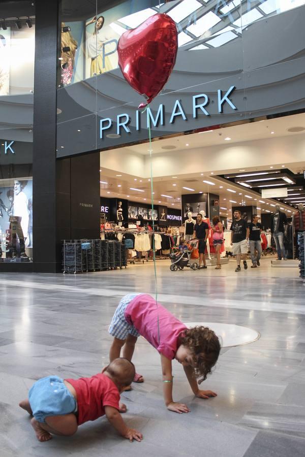 Protesta ante la tienda de Primark en Valladolid