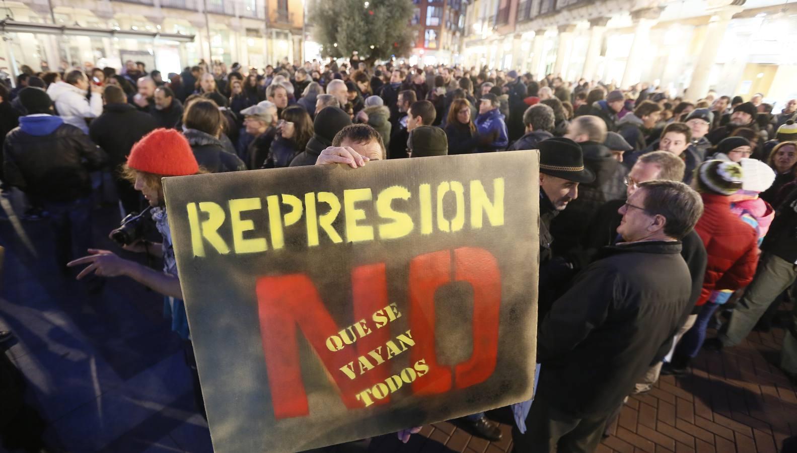 Manifestación en la Plaza Fuente Dorada de Valladolid en protesta por la acción policial del domingo