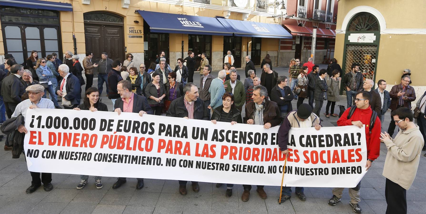 Protesta por la construcción de un ascensor en la Catedral de Valladolid