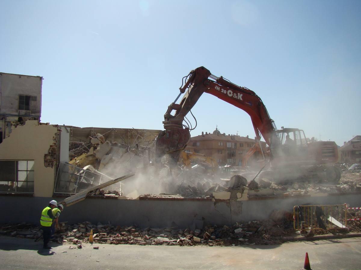 Demolición de la antigua fábrica de galletas Fontaneda en Aguilar de Campoo. Palencia