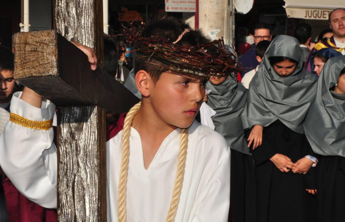 Viacrucis infantil en la Plaza Mayor de Medina del Campo