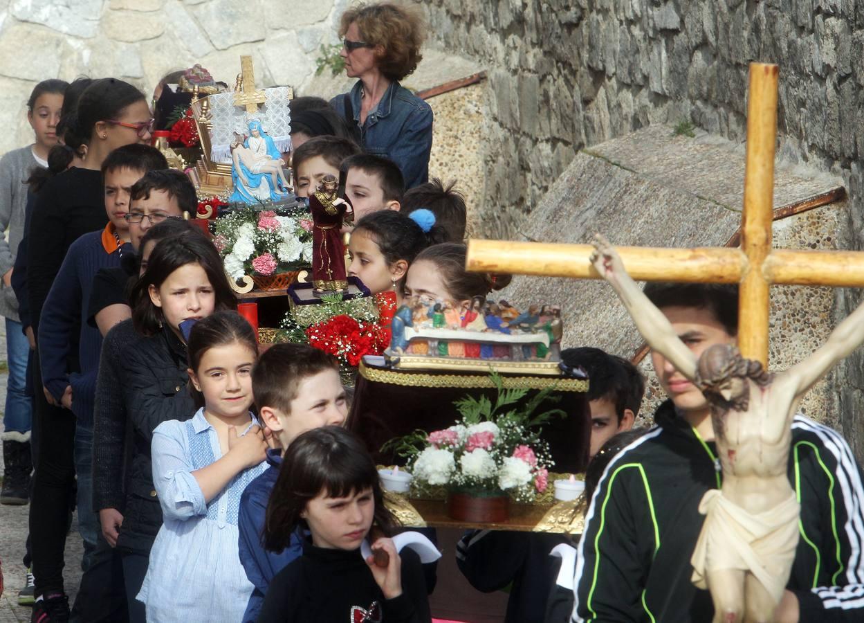 Procesión de la Pasión de Jesucristo por los Niños en el barrio de San José. Segovia