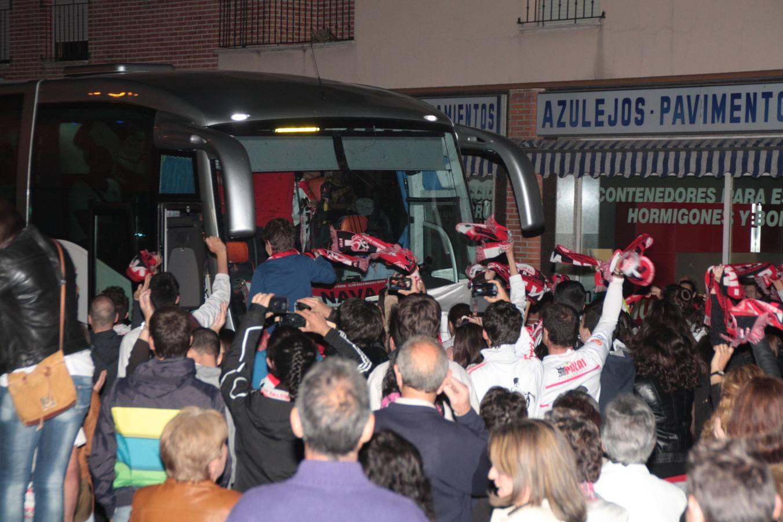 El Viveros Herol Balonmano Nava celebra el ascenso a División de Honor Plata
