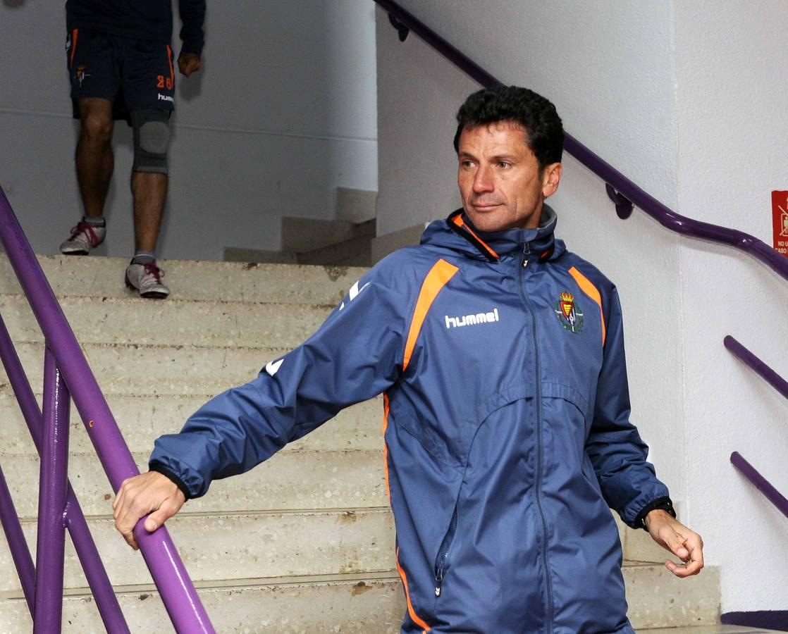 Los jugadores del Real Valladolid se despiden tras el descenso a Segunda División